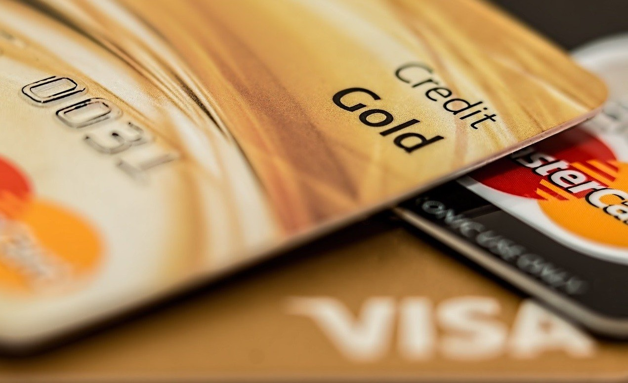 How to Repair a Bad Credit Score with the Right Credit Card